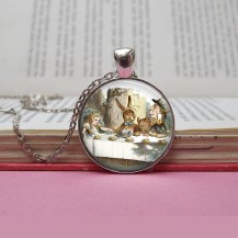 alice-in-wonderland-necklace
